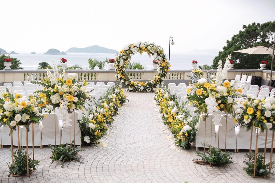 Mẫu cổng hoa đám cưới ngoài trời đẹp