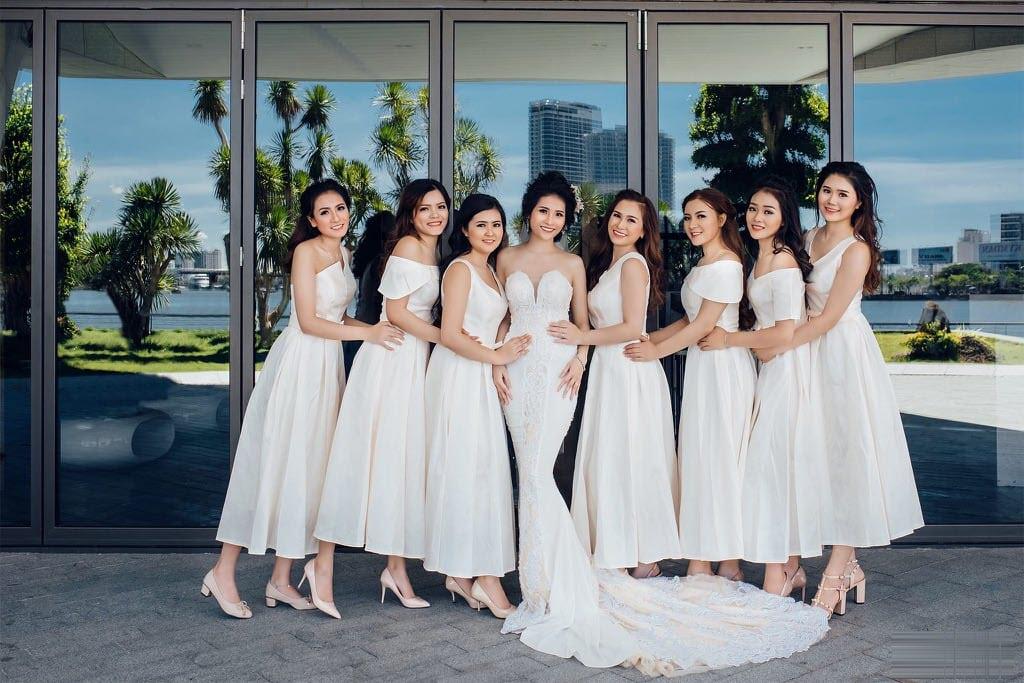 Mẫu váy  màu trắng siêu đẹp cho các nàng phù dâu