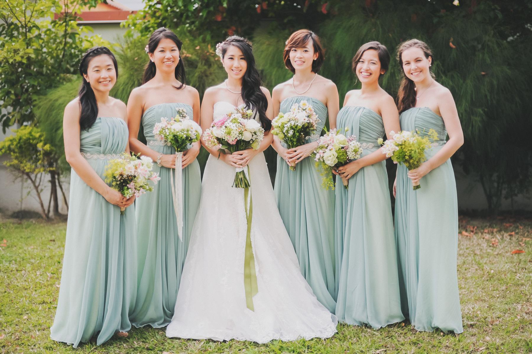 Mẫu váy phù dâu cho cô dâu nhẹ nhàng đẹp nhất