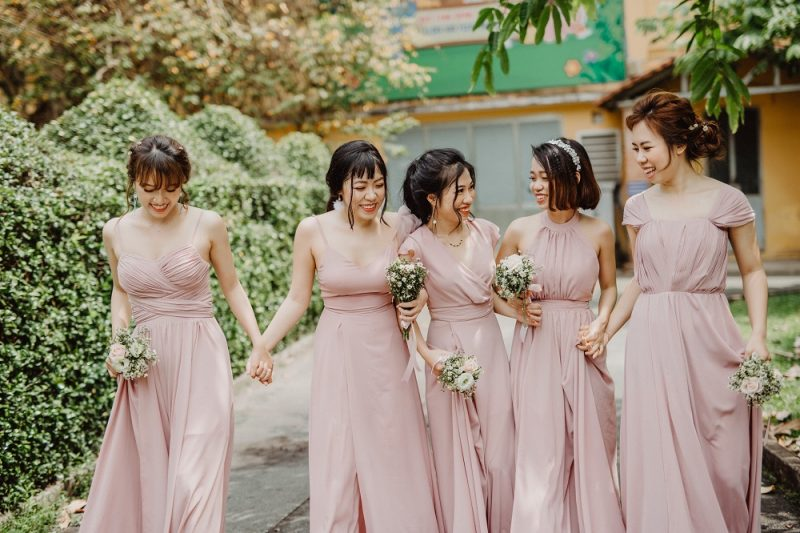 Mẫu váy phù dâu dáng dài đẹp