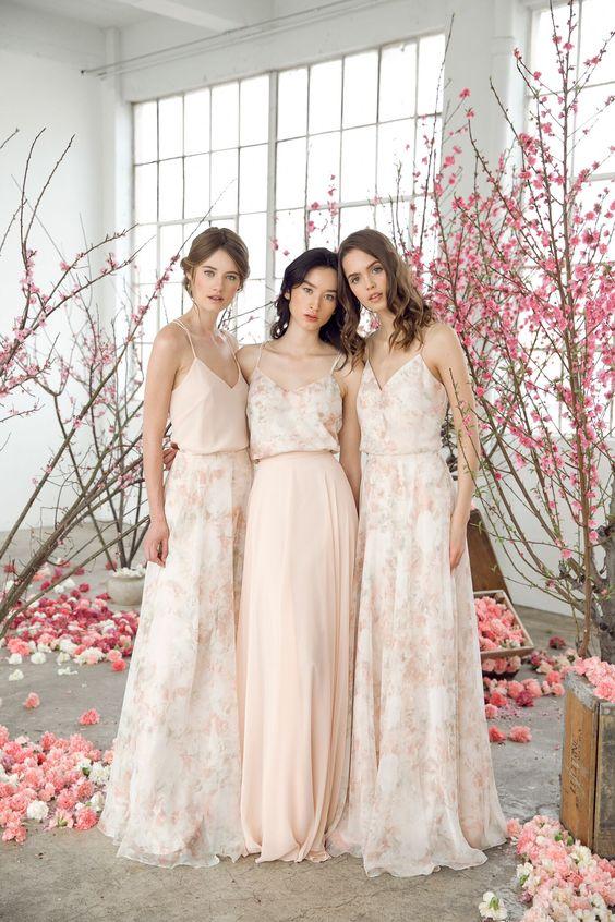 Mẫu váy phù dâu đơn giản