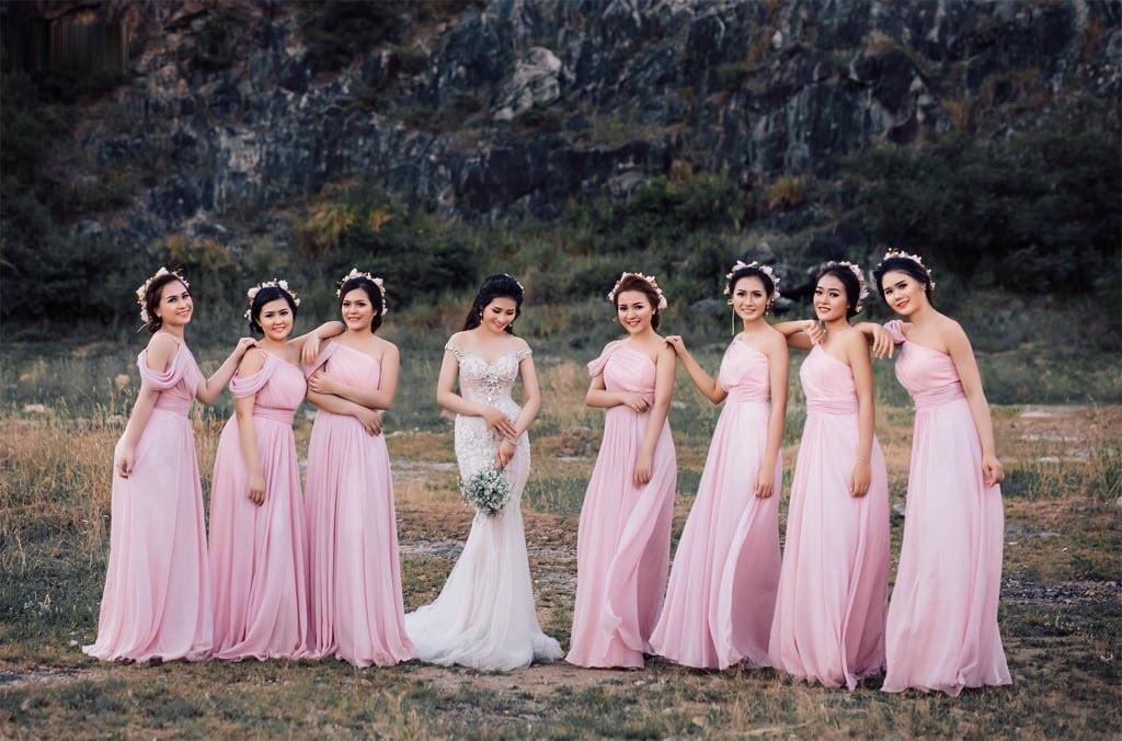 Mẫu váy phù dâu nhẹ nhàng xinh xắn