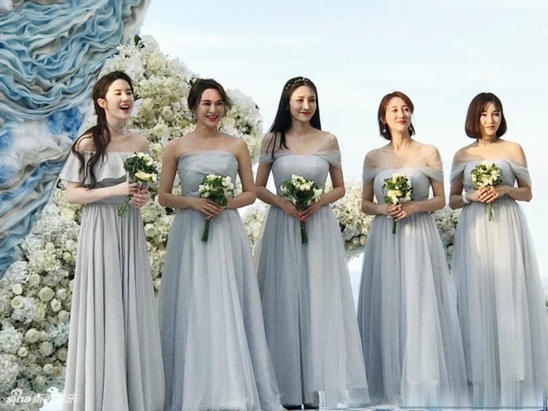 Mẫu váy phù dâu trễ vai đẹp nhất