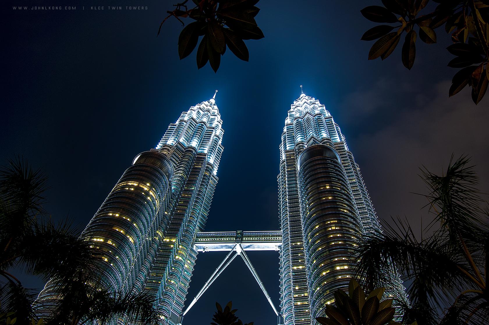 Ảnh chụp đỉnh tháp đôi Petronas, biểu tượng của Malaysia