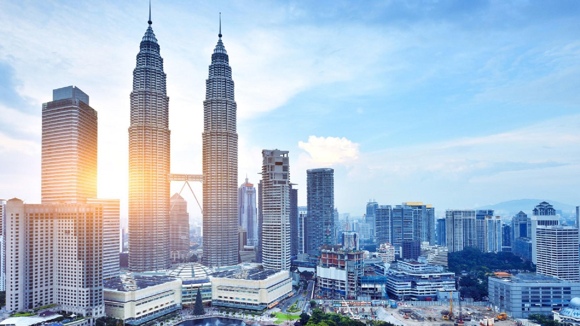 Ảnh mặt trời mọc trên tòa tháp đôi Malaysia