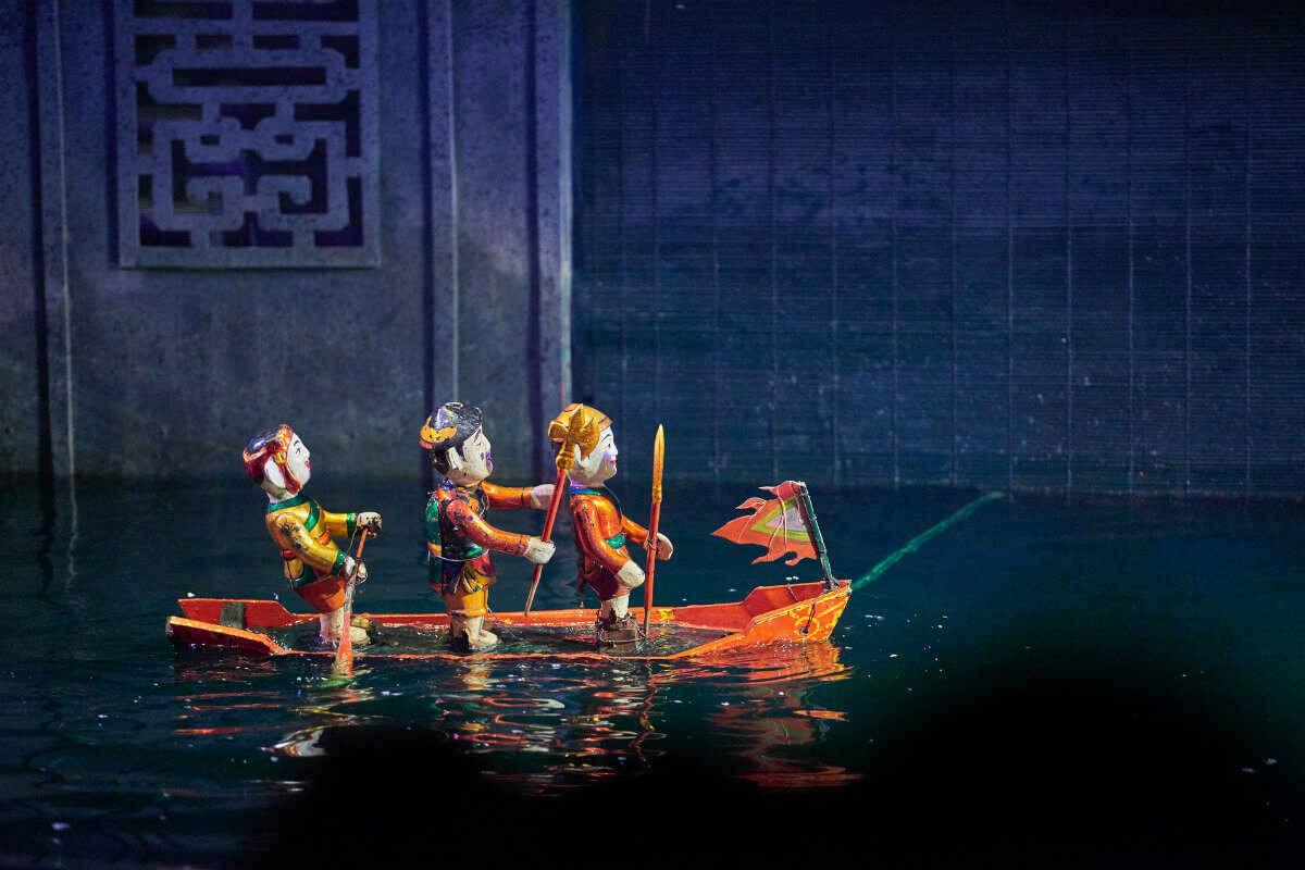 Ảnh múa rối nước phân cảnh chèo thuyền