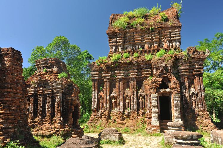 Ảnh tàn tích đền thờ còn sót lại ở thánh địa Mỹ Sơn