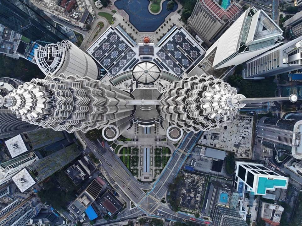 Ảnh tháp đôi Malaysia nhìn thẳng từ trên cao