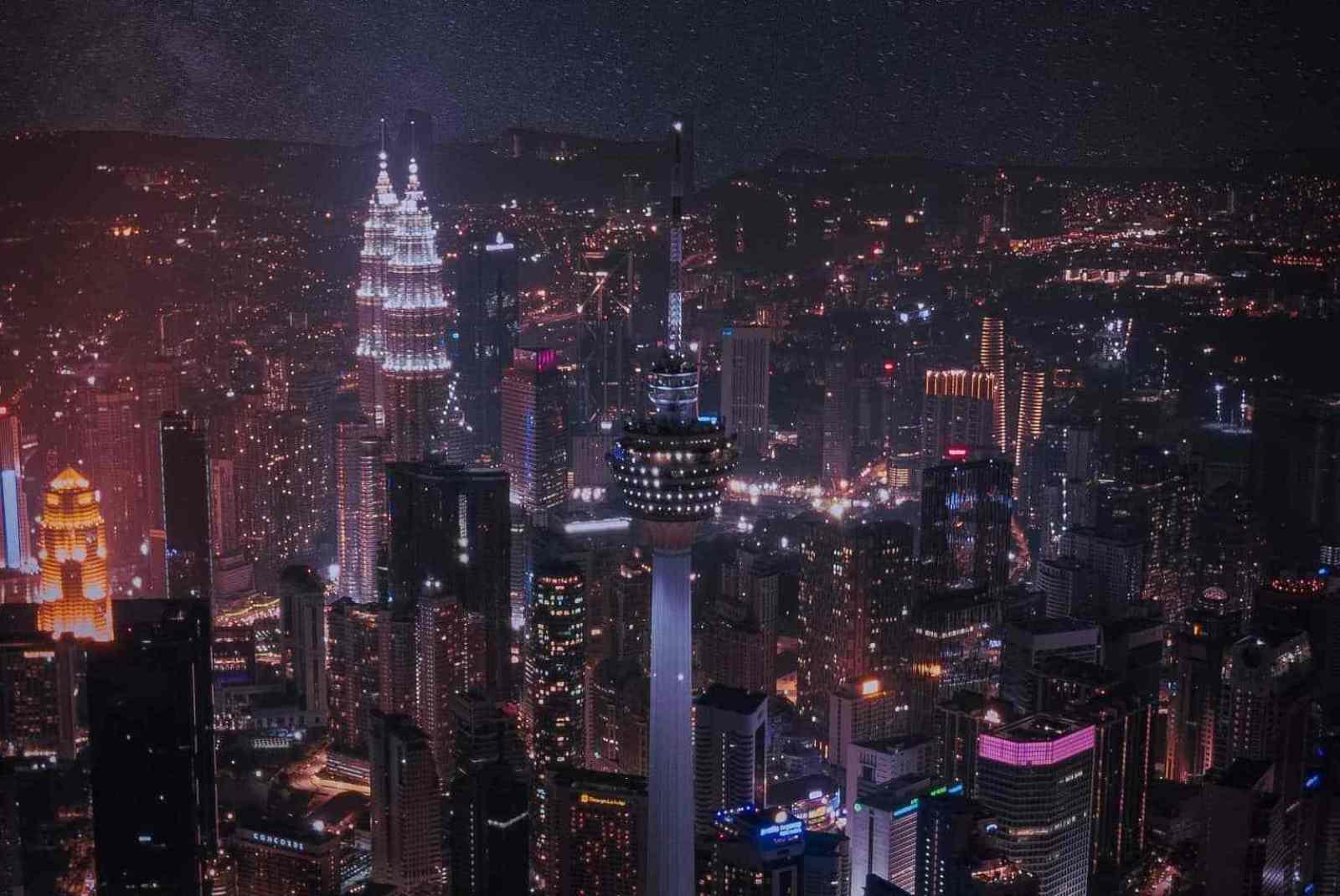 Ảnh tháp đôi Petronas lộng lẫy giữa lòng thủ đô Kuala Lumpur hoa lệ