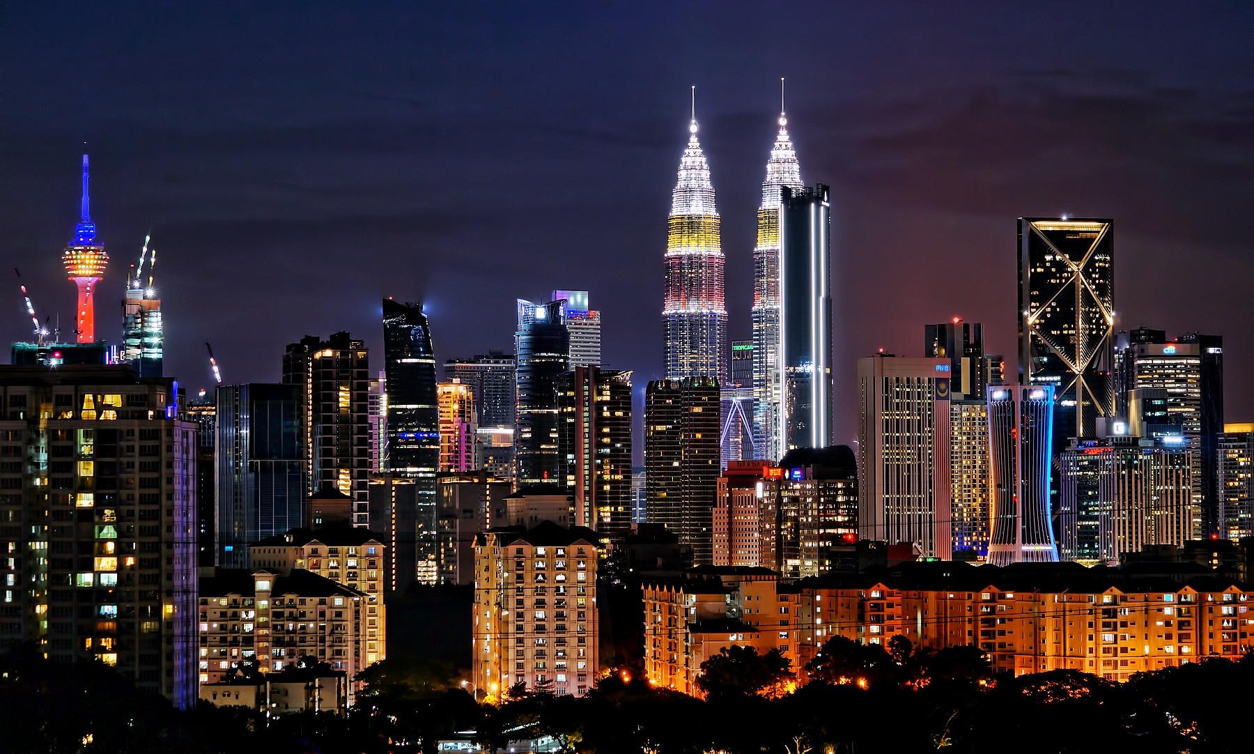 Ảnh tháp đôi Petronas về đêm đẹp lung linh