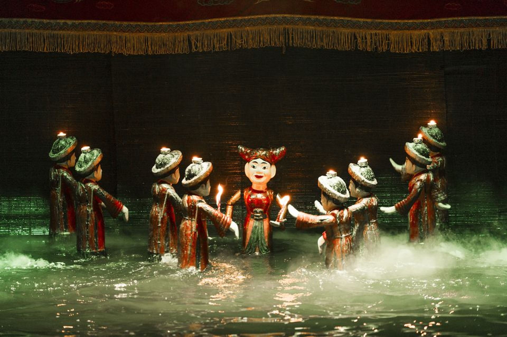 Ảnh trình diễn múa rối nước hấp dẫn