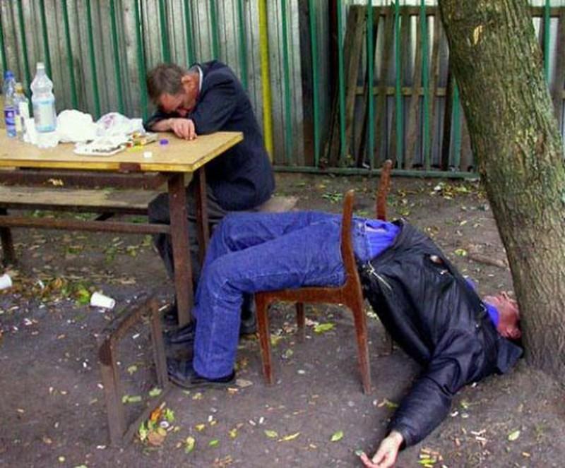 Hình ảnh hài hước khó đỡ của các bợm rượu