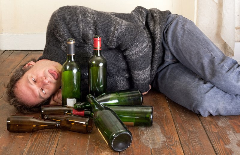 Hình ảnh say rượu cùng biểu cảm khó đỡ