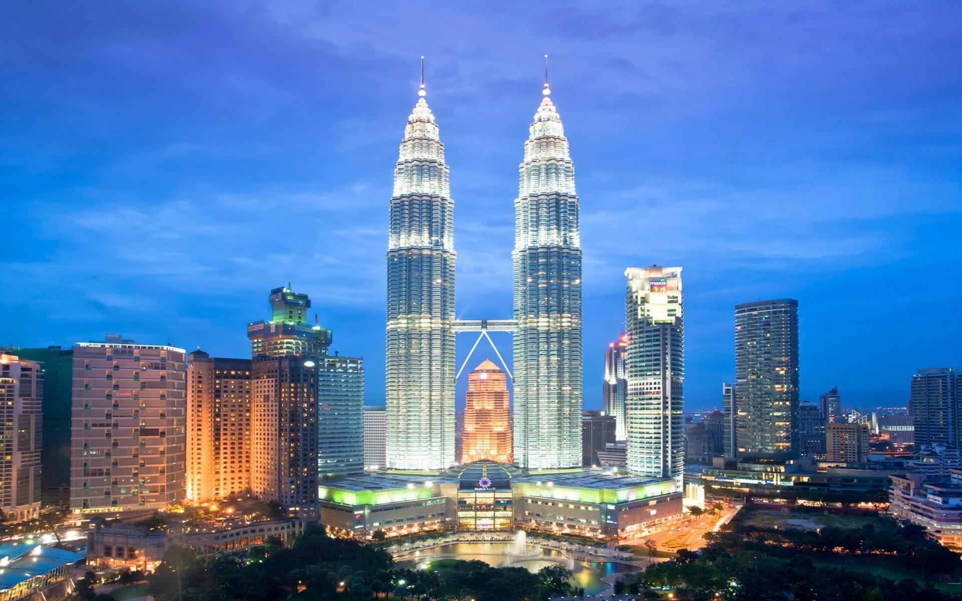 Hình ảnh tháp đôi Petronas, biểu tượng kiêu hãnh của Malaysia