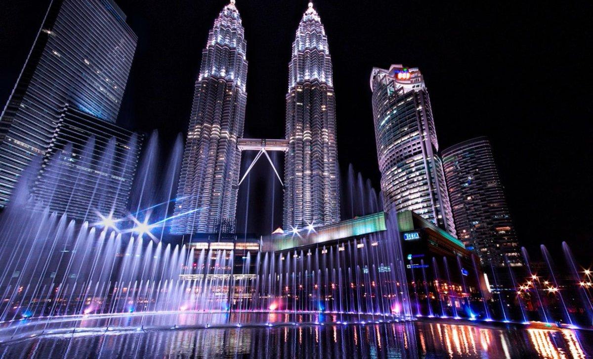 Hình ảnh tháp đôi Petronas, kì quan cao chọc trời ở Malaysia