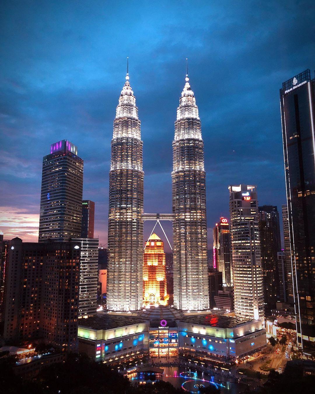 Hình ảnh tòa tháp đôi Malaysia cao chọc trời