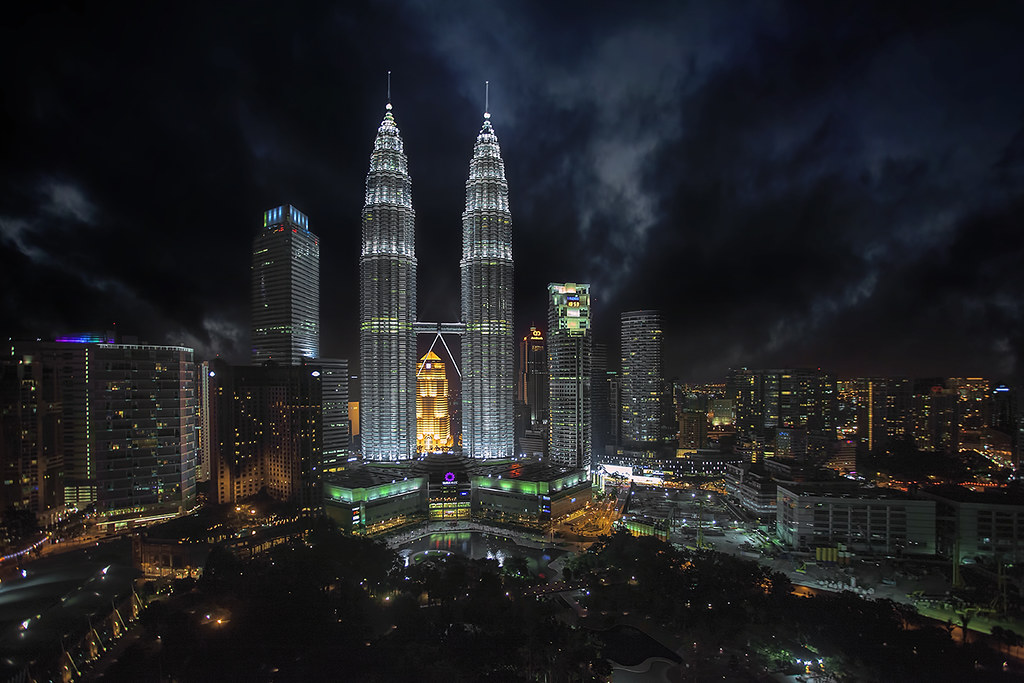 Petronas Twice Tower at night images