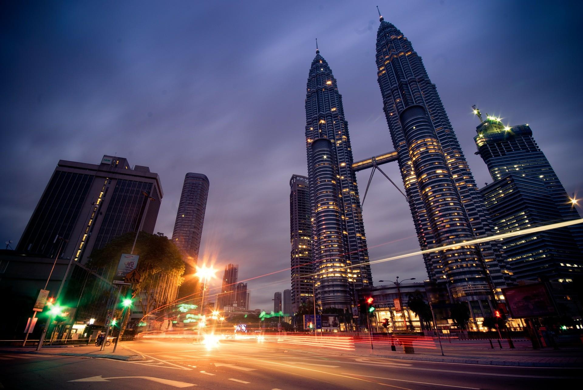 Petronas Twin Towers Night View