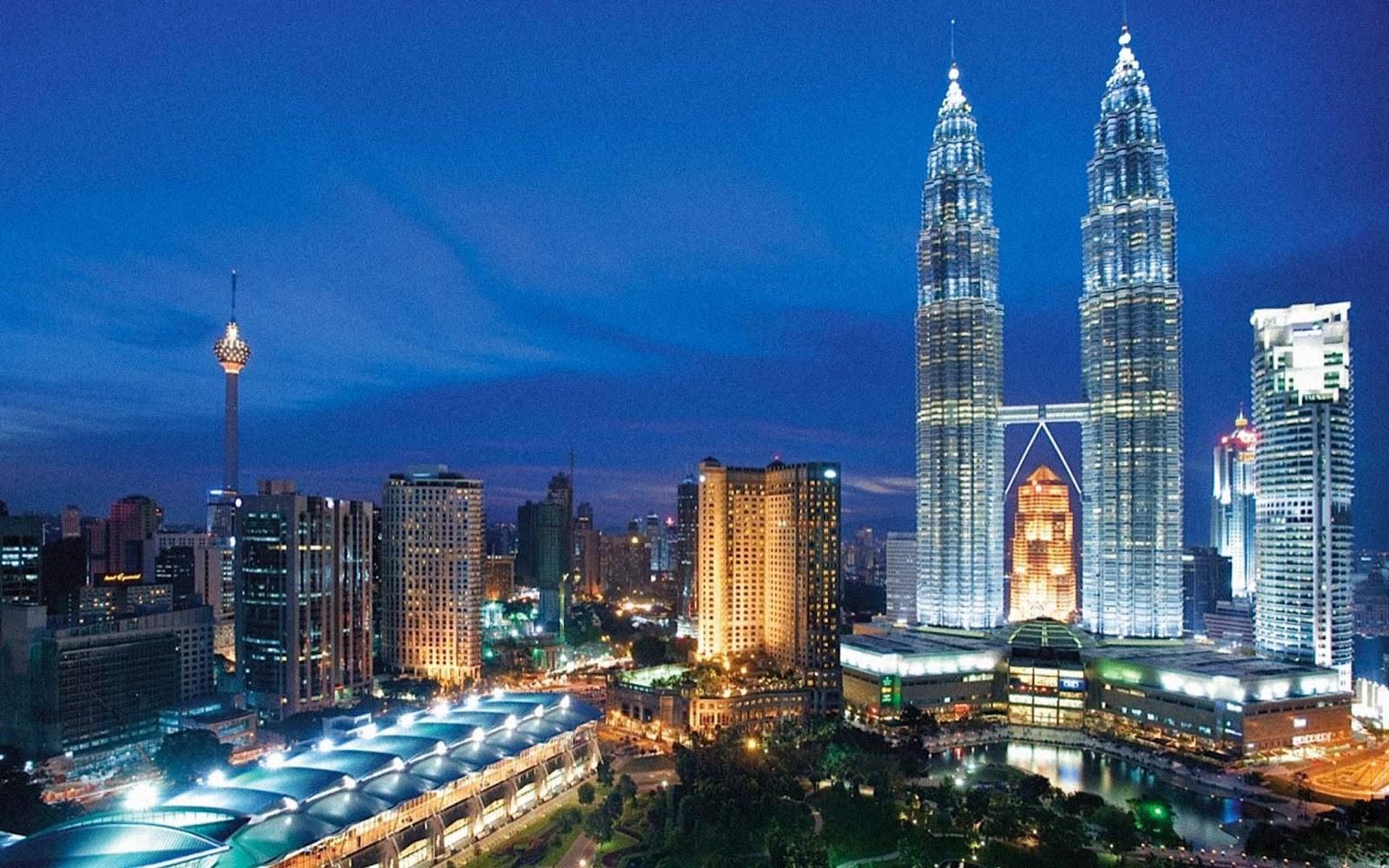 Tháp đôi Pertronas - Địa điểm không thể bỏ qua khi du lịch Malaysia