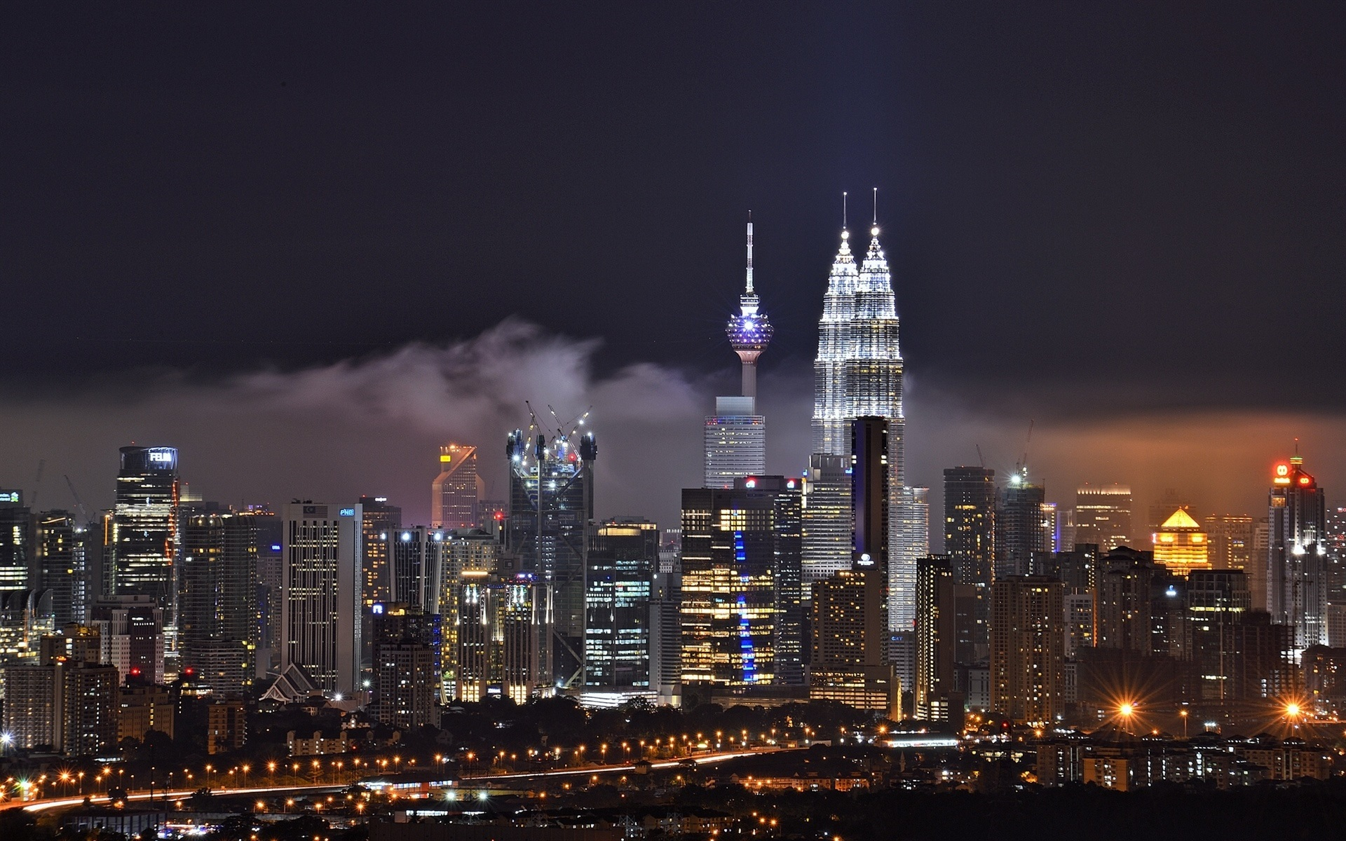 Wallpaper Petrnas Twin Towers night view