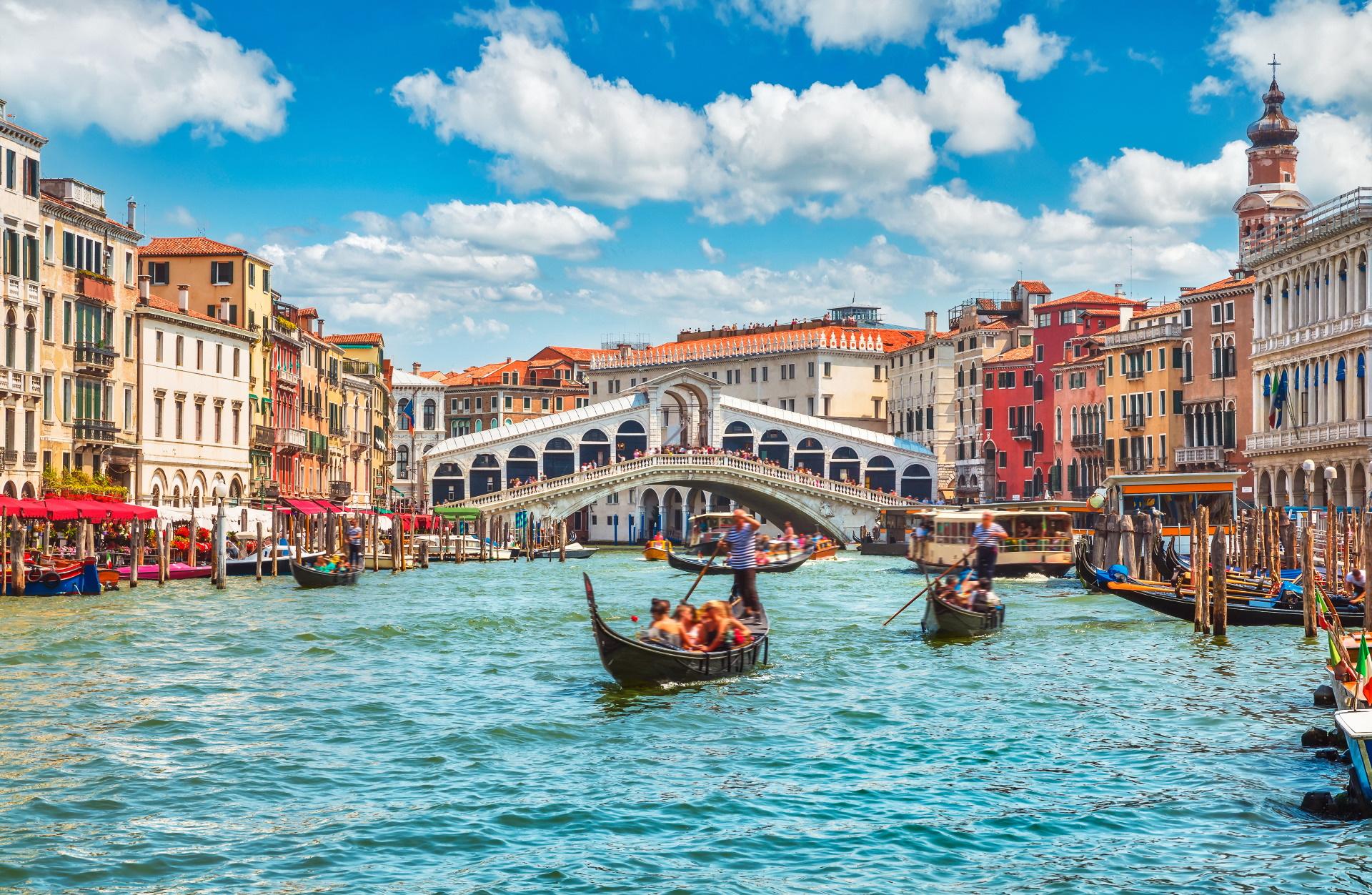 Ảnh cây cầu Riato bắc ngang dòng sông Grand, Venice