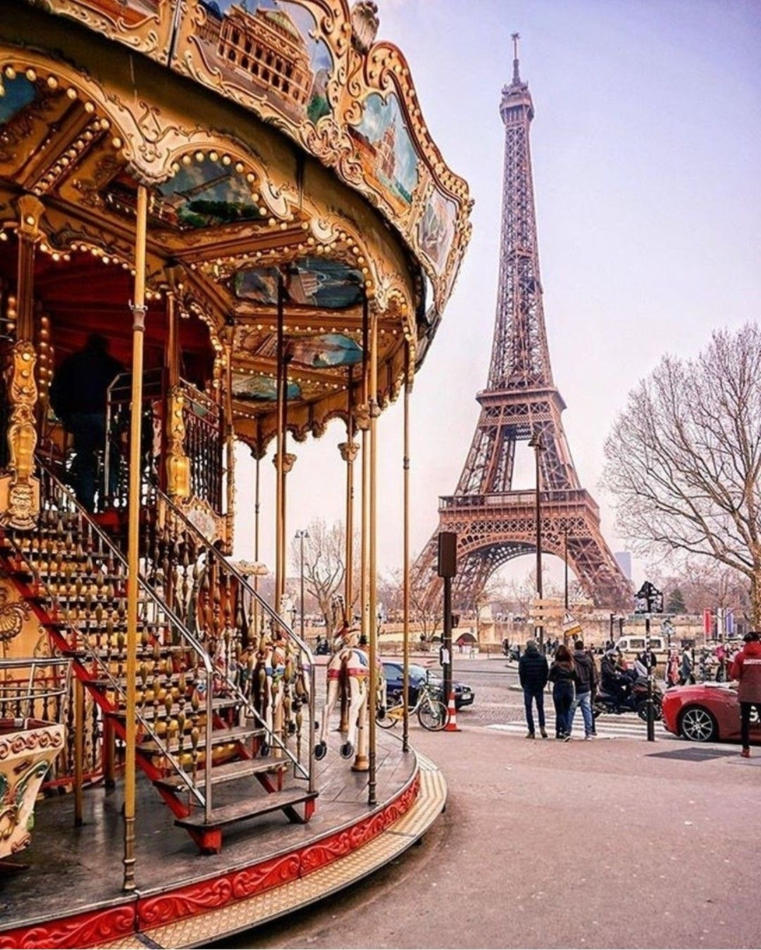 Ảnh chụp vòng quay Carousel góc nhìn tháp Eiffel