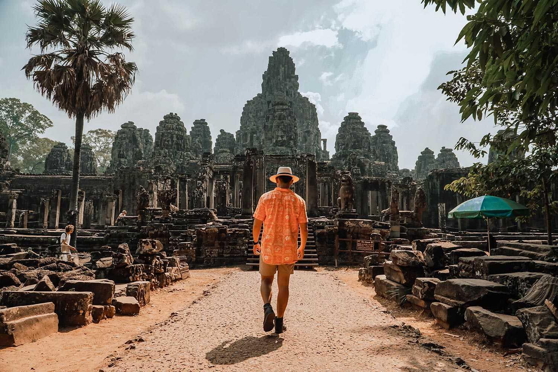Ảnh đền Bayon nằm  ở trung tâm hoàng thành cổ Angkor Thom