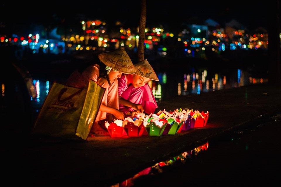 Ảnh lễ hội thả đèn hoa đăng ở Hội An