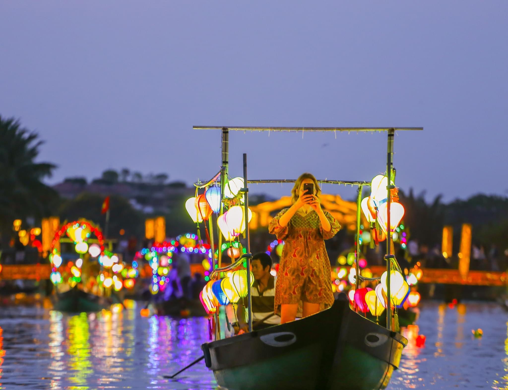 Ảnh sông Hoài lúc lên đèn
