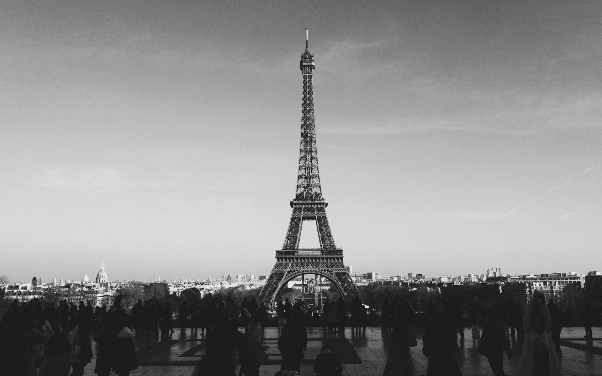 Ảnh tháp Eiffel đen trắng