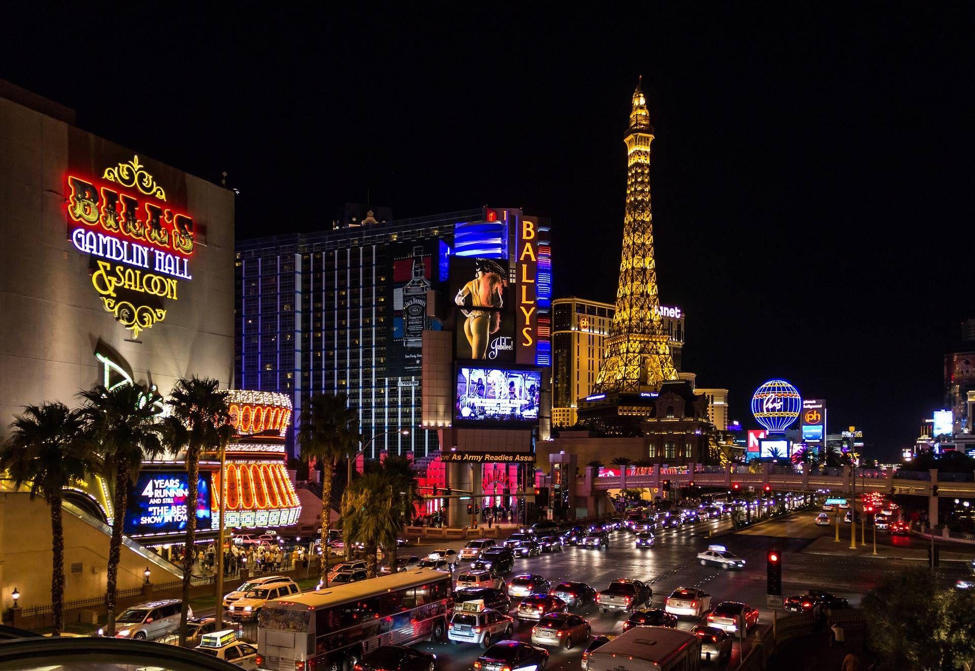 Ảnh tháp Eiffel đẹp lộng lẫy về đêm