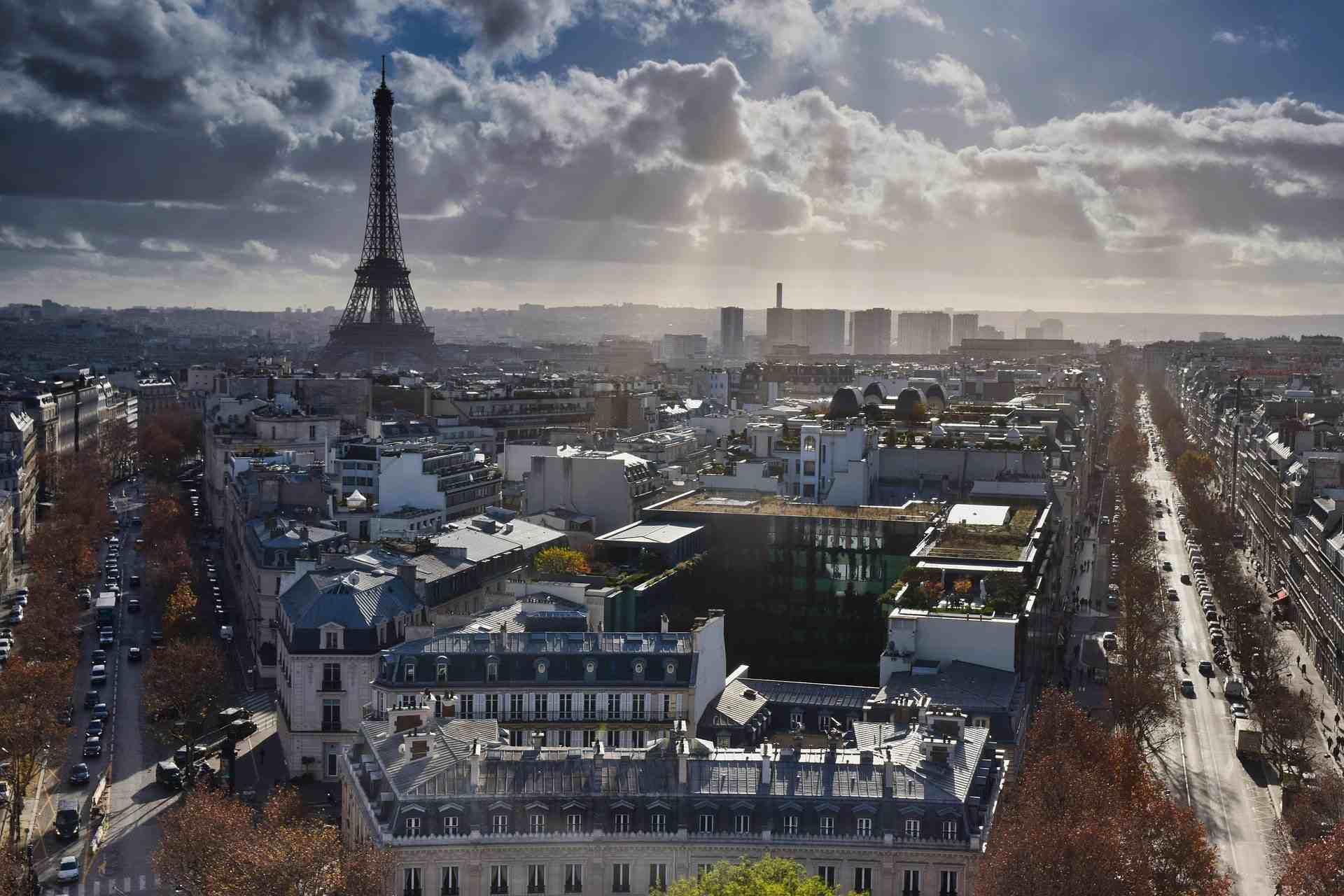 Ảnh tháp Eiffel góc nhìn mới lạ