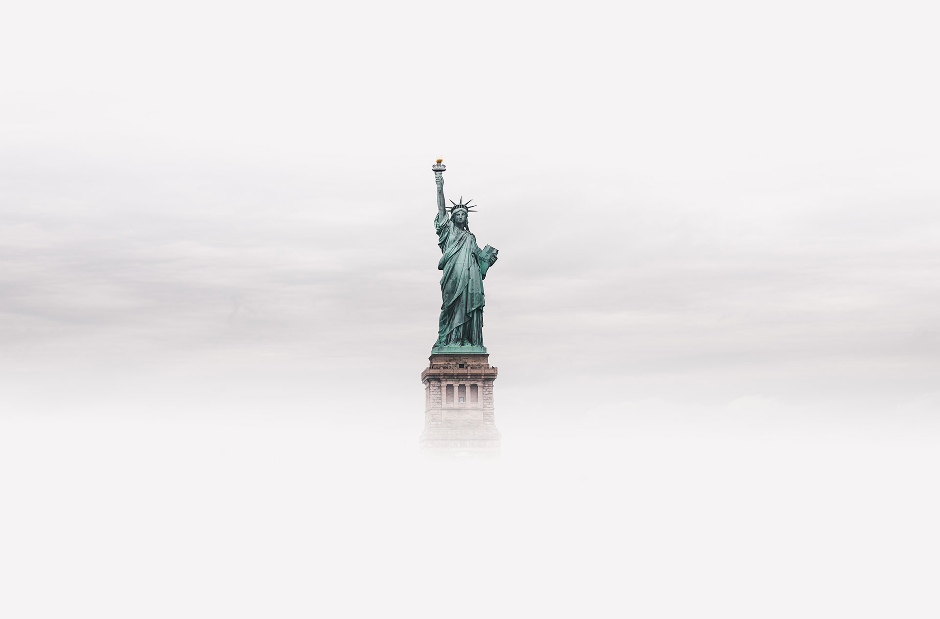 Ảnh tượng nữ thần tự do mờ mịt trong làn sương
