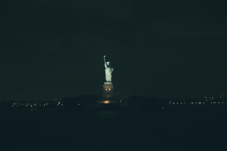 Ảnh tượng nữ thần tự do trong màn đêm tĩnh mịch