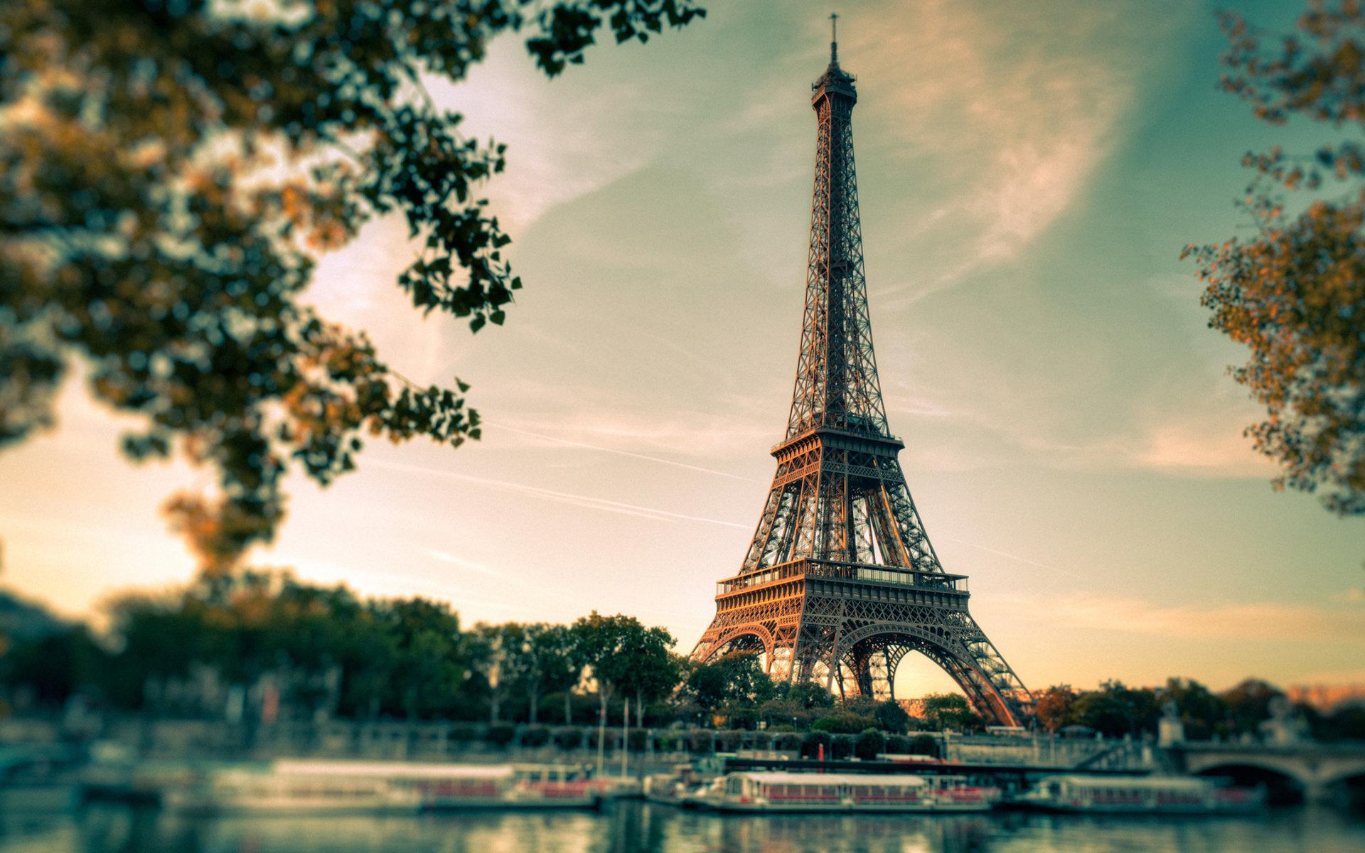 Eiffel Tower Background HD