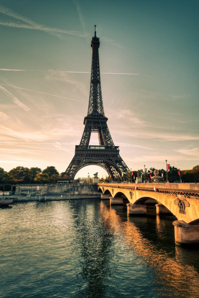 Hình ảnh ấn tượng khác lạ của tháp Eiffel