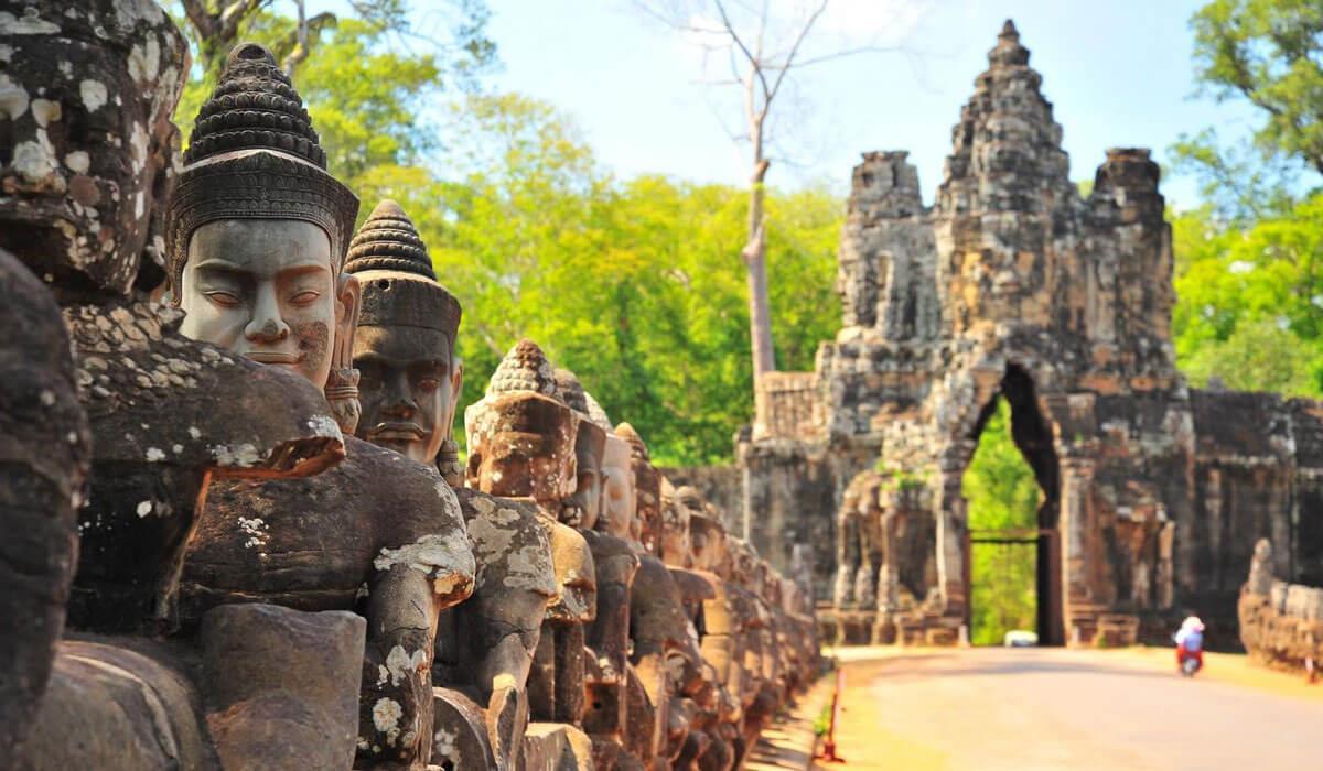 Hình ảnh các bức tượng phía trong các ngôi đền ở Siem Reap