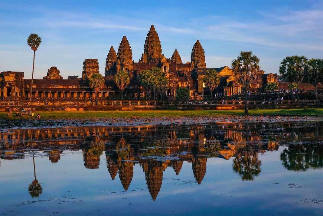 Hình ảnh đền Angkor Wat lúc hoàng hôn