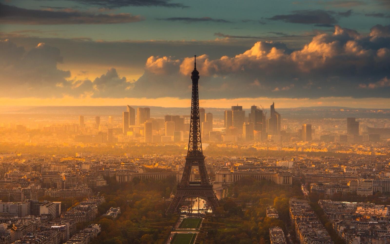 Hình ảnh hoàng hôn phía sau tháp Eiffel
