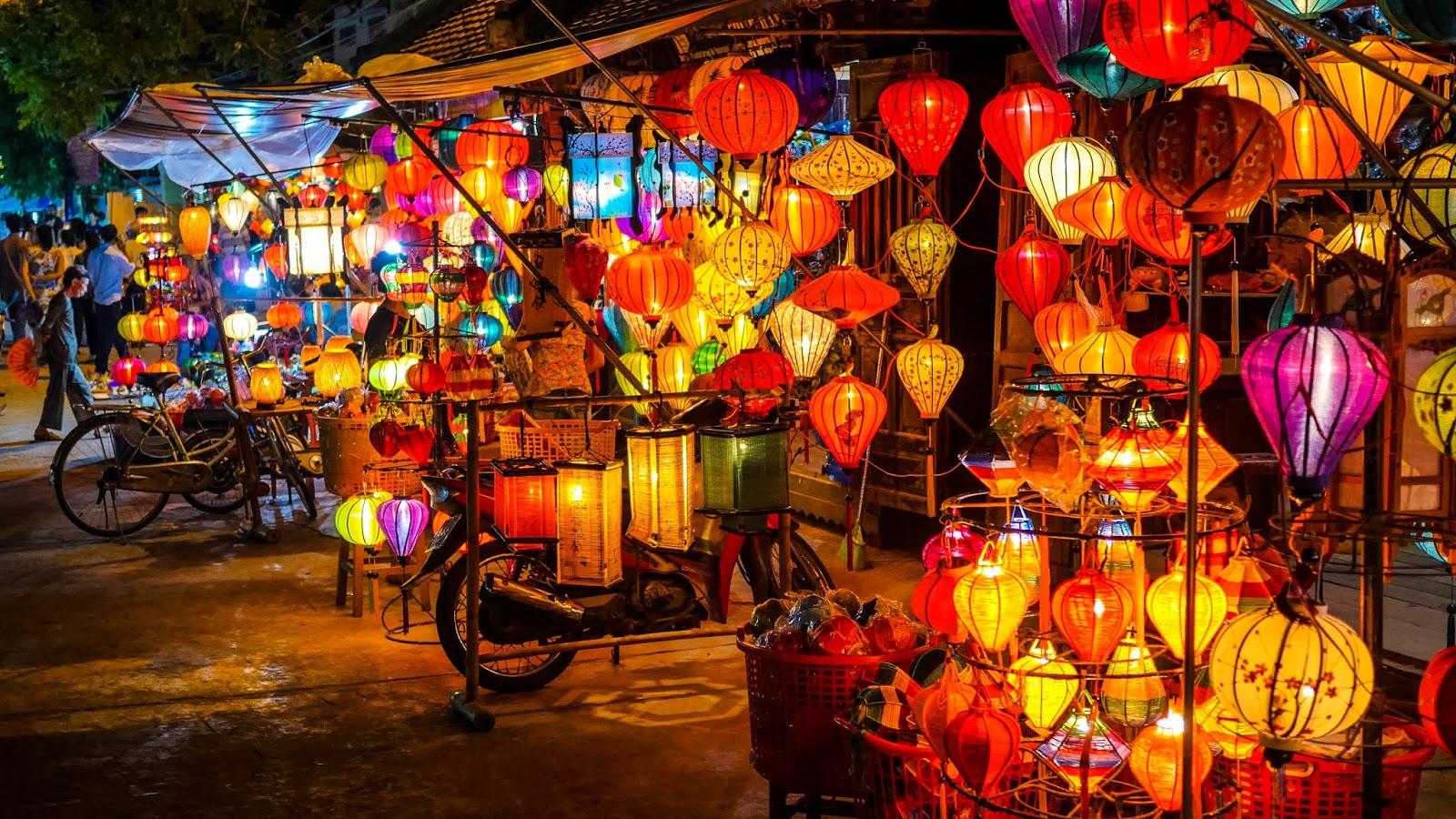 Hình ảnh khu phố bán lồng đèn tại Hội An