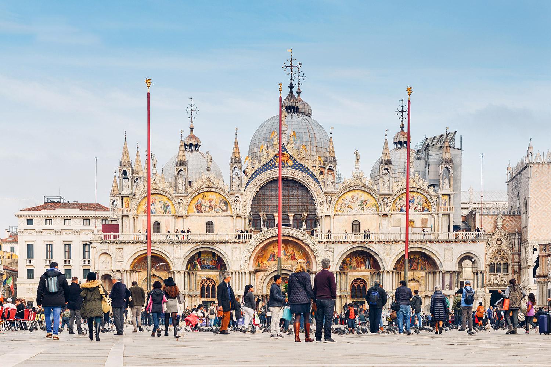 Hình ảnh nhà thờ tại Venice tấp lập mùa du lịch