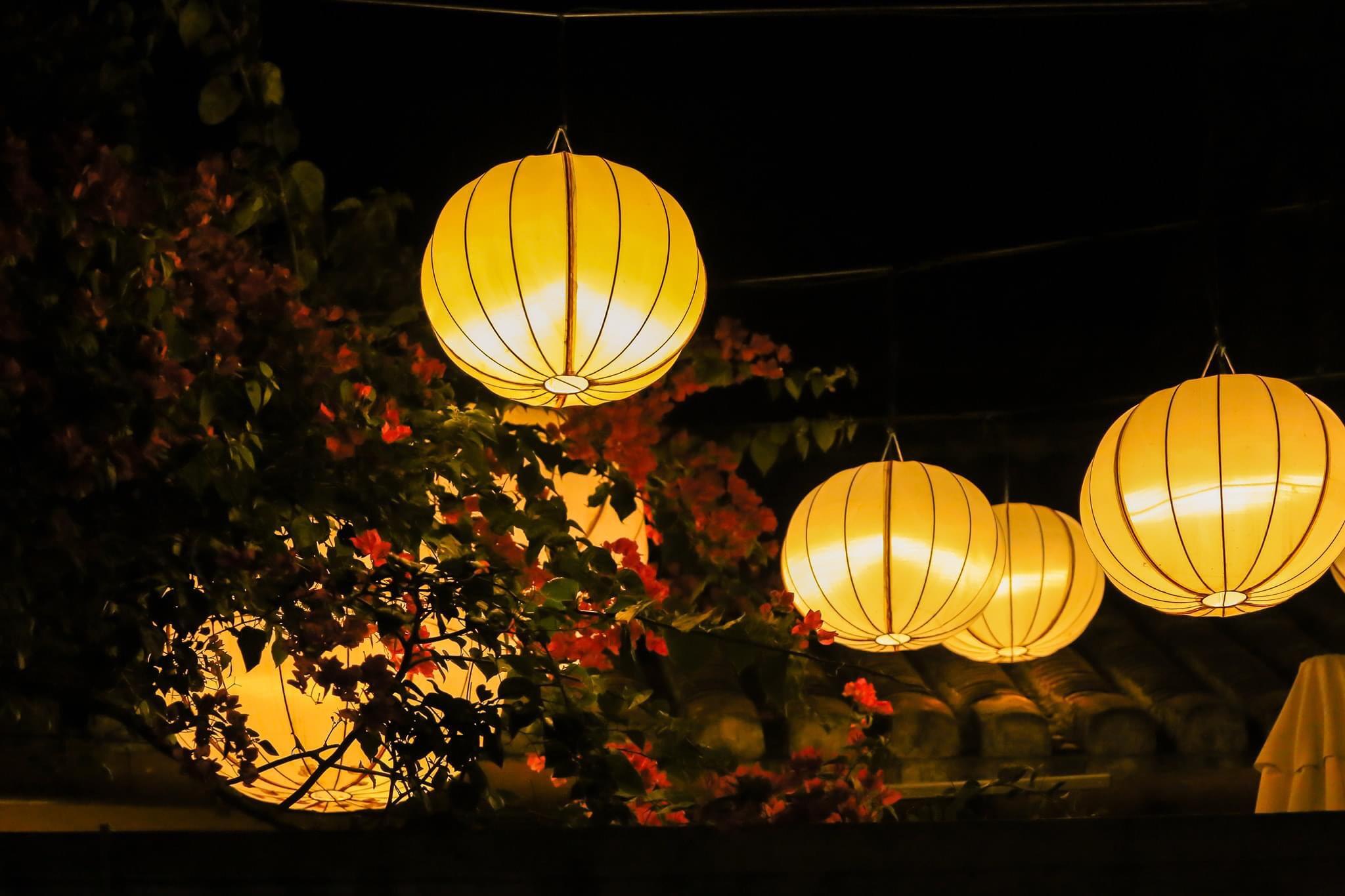 Hình ảnh phố lồng đèn Hội An lúc lên đèn