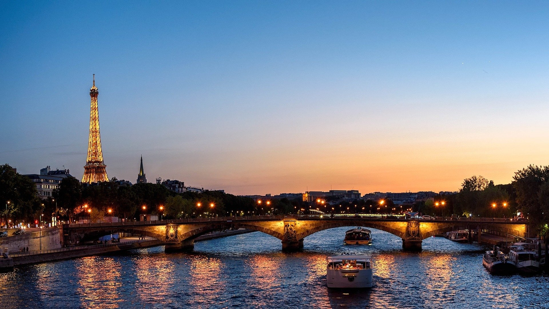 Hình ảnh tháp Eiffel đẹp, tráng lệ lúc hoàng hôn