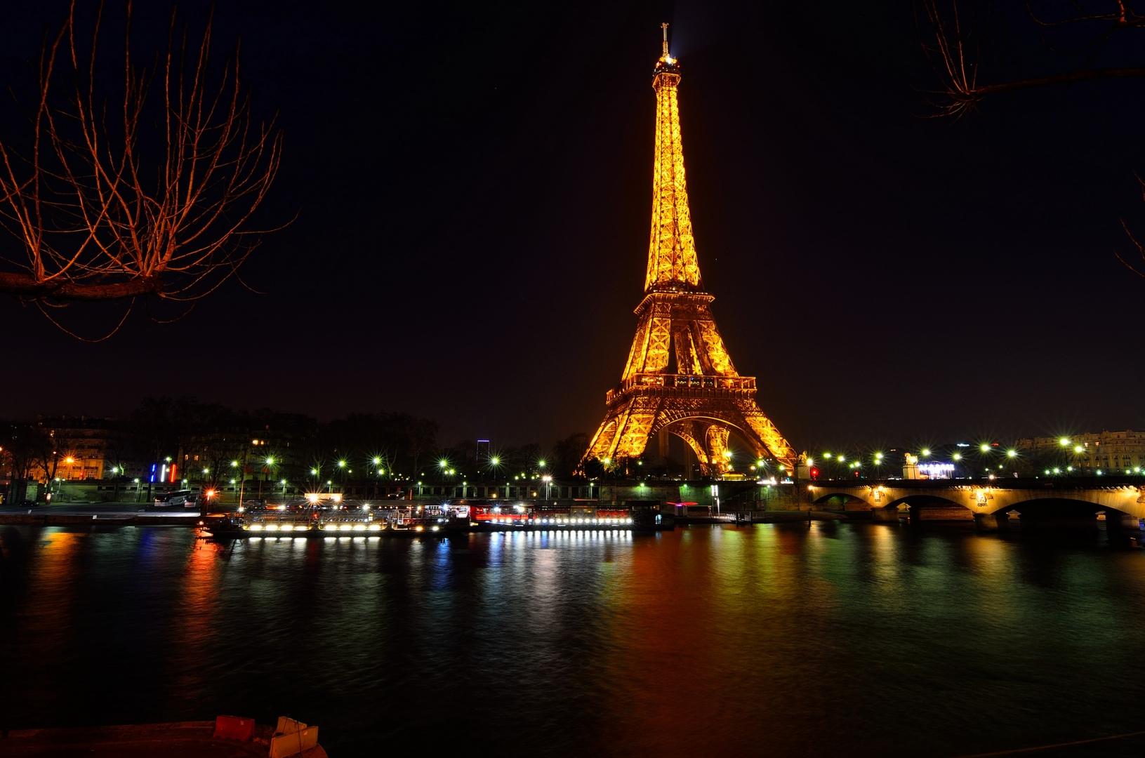 Hình ảnh tháp Eiffel hóa tác phẩm nghệ thuật ảo diệu qua ảnh