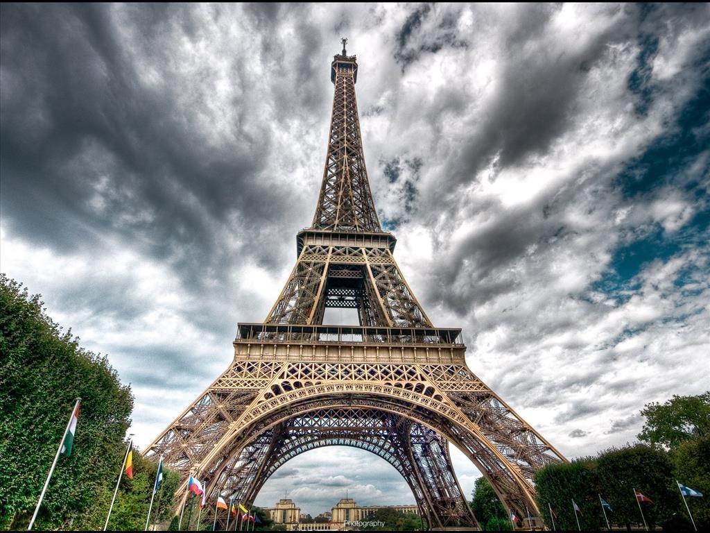 Hình ảnh tháp Eiffel lộng lẫy nguy nga niềm tự hào của nước Pháp