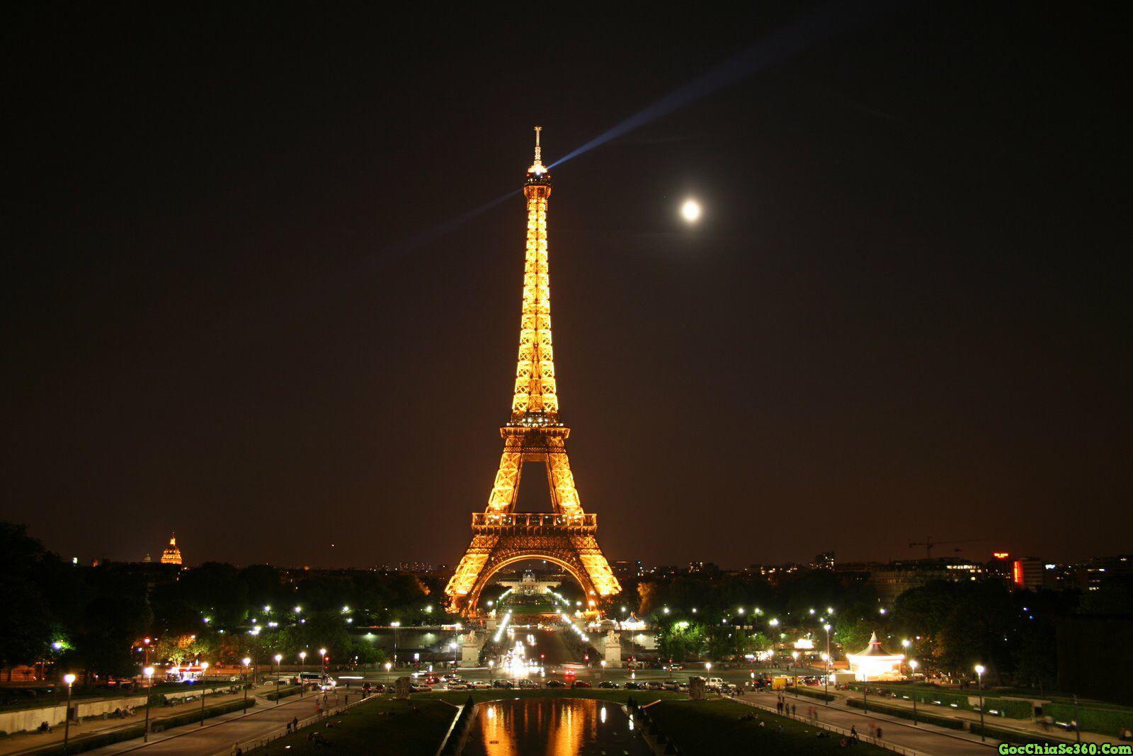 Hình ảnh tháp Eiffel lúc lên đèn