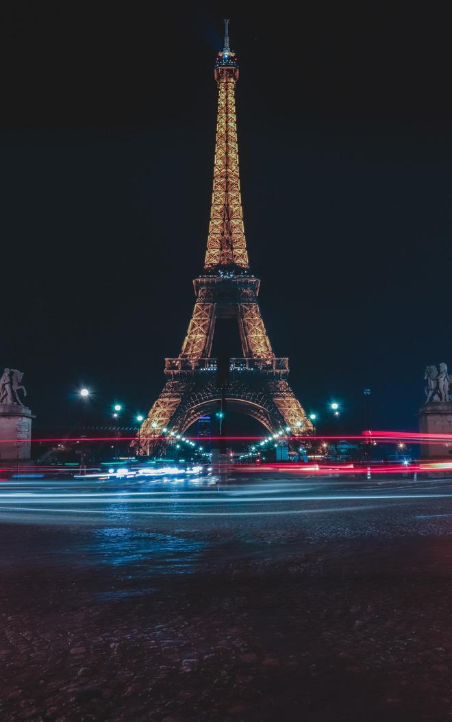 Hình ảnh tháp Eiffel nguy nga tráng lệ