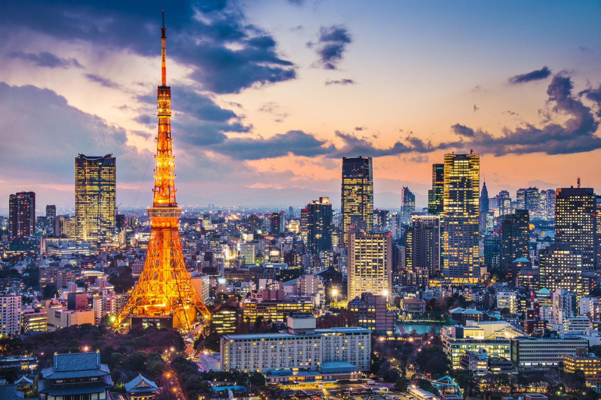 Hình ảnh tháp Tokyo lúc giao thao giữa đêm và ngày