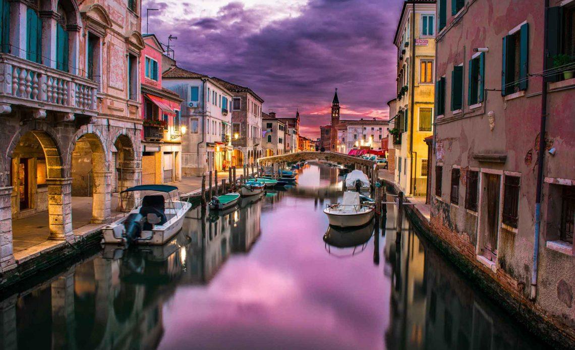 Hình ảnh thị trấn nổi bình yên, thơ mộng tại Venice bình