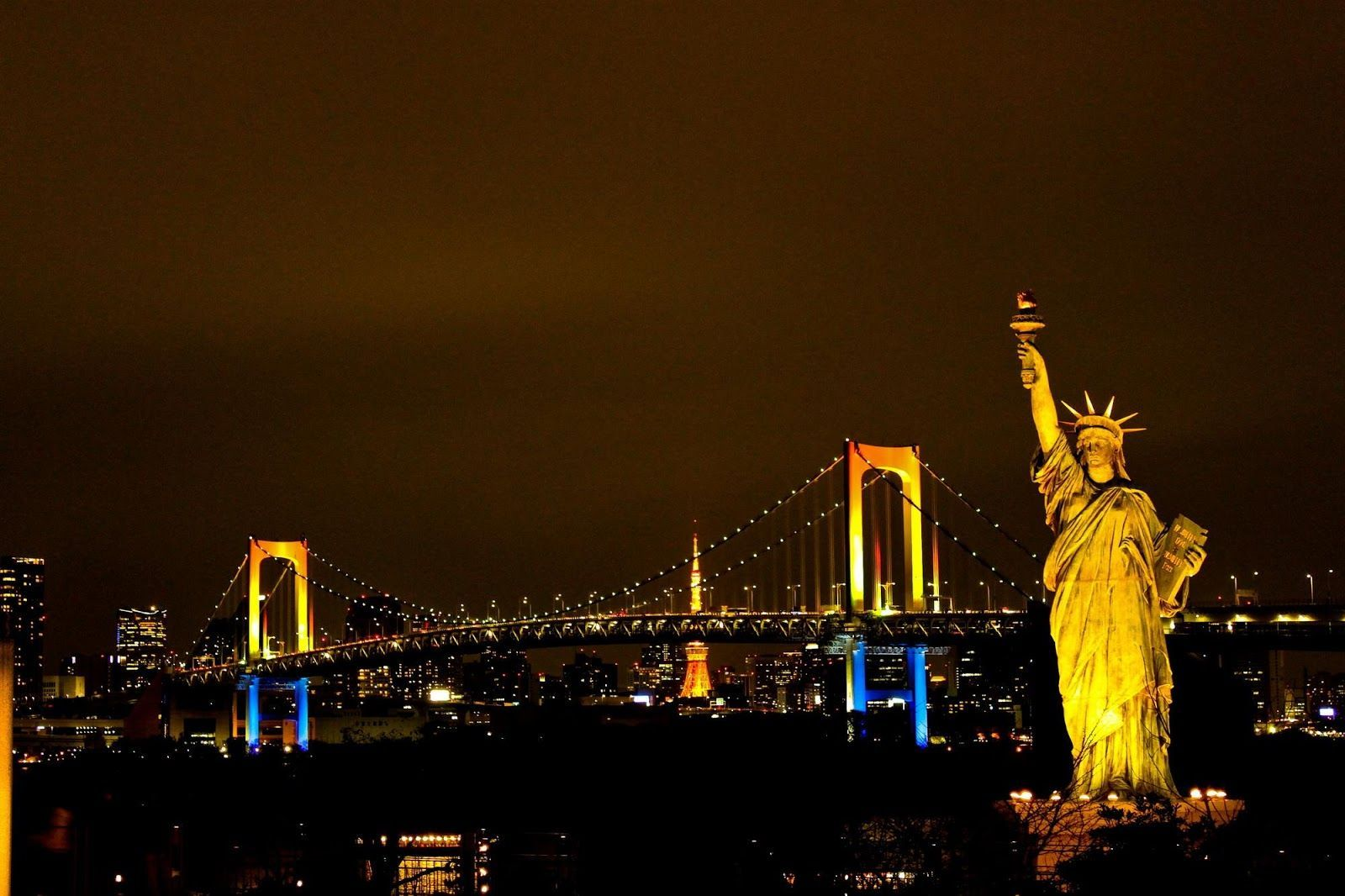 Statue of Liberty at Night Wallpapers